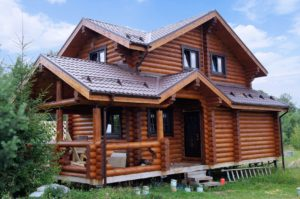 Дом из оцилиндрованного бревна с отделкой