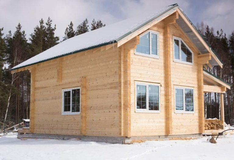 Дом из бруса зимой
